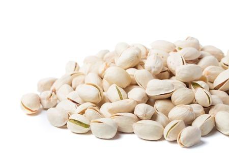 pistache noot geïsoleerd op een witte achtergrond