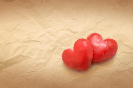 hartvorm liefde op bruine papier textuur achtergrond kopie ruimte Stockfoto