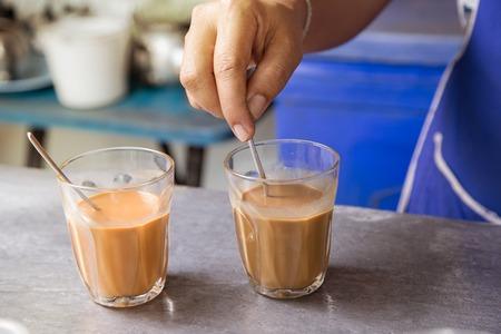 Hot Thai thee melk brouwen gemengde handtekening lokale drank