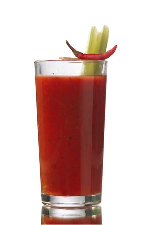 coctel de frutas: Bloody Mary cóctel alcohólico aislado en blanco Foto de archivo