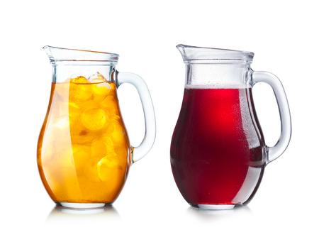 té helado: Dos lanzadores (jarras) con líquidos transparentes y opacas de tonalidad oscura y la luz para facilitar la sustitución de color.