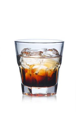 Black Russian alcholic Cocktail in Highball-Glas Lizenzfreie Bilder