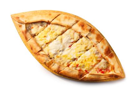 Geschnittene Turkish Pide auf einer hölzernen Platte. Traditionelle türkische Pizza