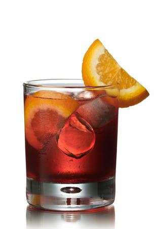 Negroni alkoholfreier Cocktail. Vor dem Abendessen offizielle IBA Cocktail