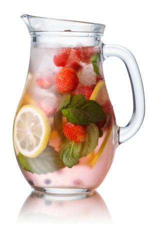 cocteles: Jarra de cristal de mojito de fresa