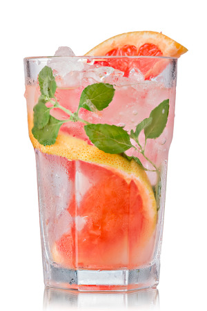 Grapefruit mojito cocktail in faceted highball. Refreshing summer drink with rum,grapefruit and fresh mint Zdjęcie Seryjne
