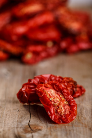 sun dried: Sun dried tomatoes on wooden table