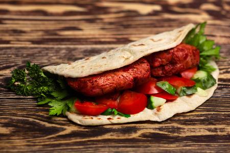 naan: Chicken Tikka masala naan sandwich. Indian takeaway Stock Photo