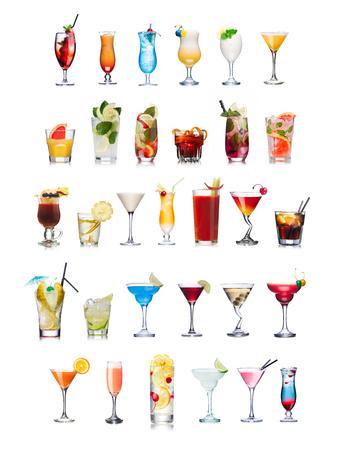 cocteles de frutas: Conjunto de cocteles aislados y sin alcohol con las frutas en vasos highball. Adornado, adornado, colorido, limpio, colores vivos. Mundial populares