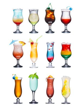 coctel de frutas: Conjunto de cócteles sin alcohol aislados o con frutas. Se sirve en vasos de huracanes, adornado, adornado, colorido, colores limpios y vivos