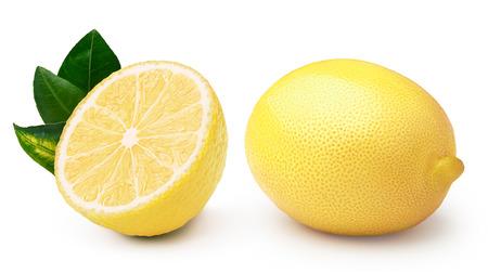 Gehele en gehalveerde citroen met bladeren, gescheiden. Clipping paths, oneindige diepte van het veld
