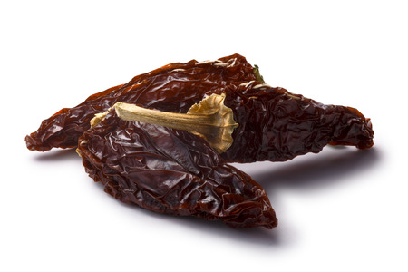 legumbres secas: Morita chipotle, en su conjunto fumaba Chiles jalapeños demasiado maduros. Caminos de recortes, sombra separado