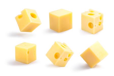 Ensemble de troués, lisses, stables et tippy cubes de fromage. Clipping path pour chaque cube, ombres séparées Banque d'images