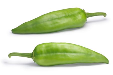 Numex ビッグ ・ ジム緑チリのコショウ、全体。ニュー メキシコ pod 型 (トウガラシトウガラシ)。クリッピング パス、影の分離