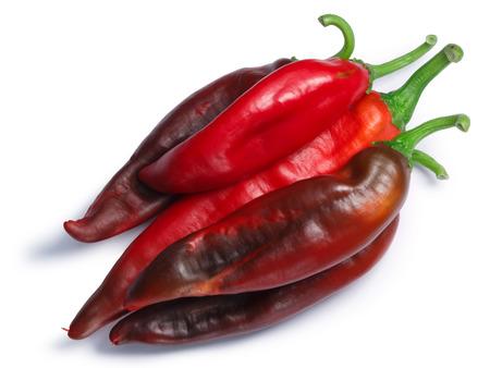 熟したハッチは上面の赤い chiles (Numex ニュー メキシコ ポッド型、トウガラシの annuum) 杭します。クリッピング パス、区切りの影