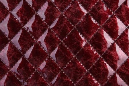 imitation leather: Trama di un rosso ecopelle lucida con cuciture decorative