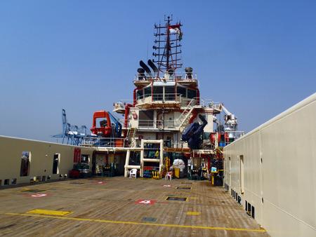 superstructure: Deck of platform support vessel
