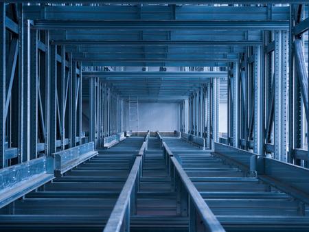 tornillos: El emplazamiento de la obra de almacén automatizado moderno