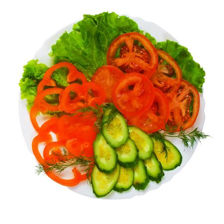 salad plate: pomodori gustosi cetrioli a fette insalata piatto isolato su bianco ba
