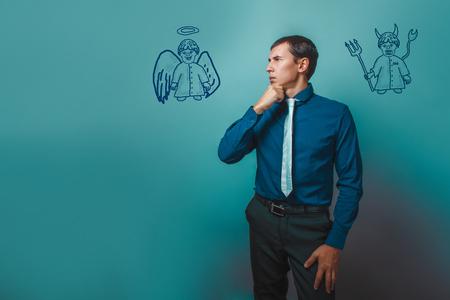 teufel engel: Gesch�ftsmann Denken Wegschauen angel devil demon Infografiken Infografiken Bibelstudium Religions Lizenzfreie Bilder