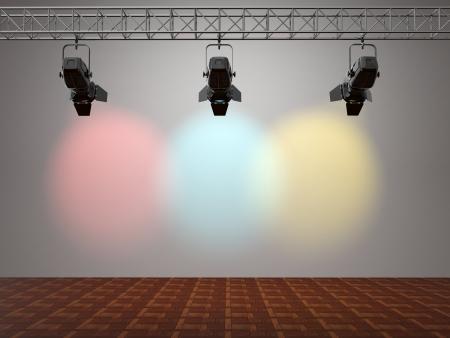 Focos multicolores iluminan la pared. Espacio para el texto. 3d