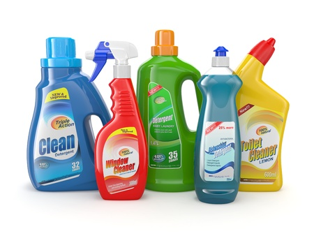 productos quimicos: Botellas de pl�stico de detergente en el fondo blanco 3d Productos de limpieza Foto de archivo