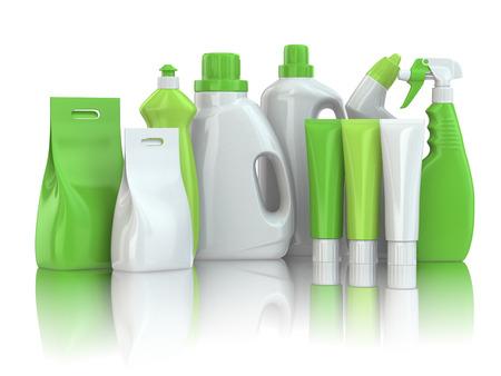 Botellas de detergente químico de hogar en el fondo blanco aislado.