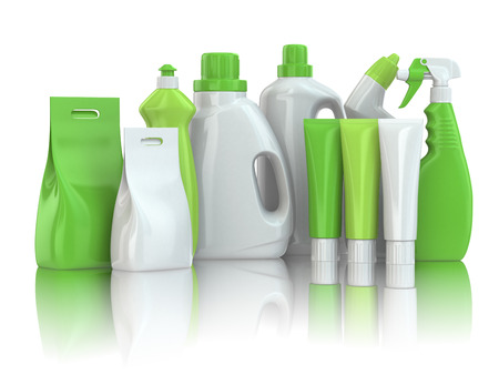 Huishoudelijke chemische detergent flessen op witte achtergrond geïsoleerd. Stockfoto