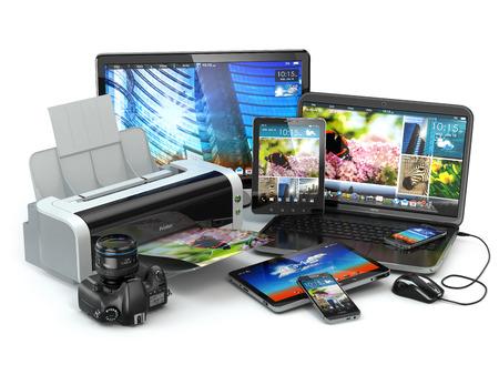 Dispositivi informatici. Telefono cellulare, computer portatile, stampante, macchina fotografica e tablet pc. 3d Archivio Fotografico - 31615457