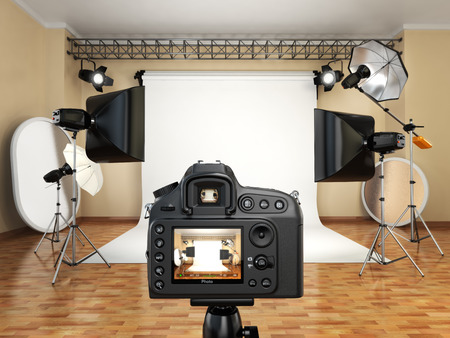 DSLR camera in photo studio with lighting equipment, softbox and flashes. 3d 免版税图像