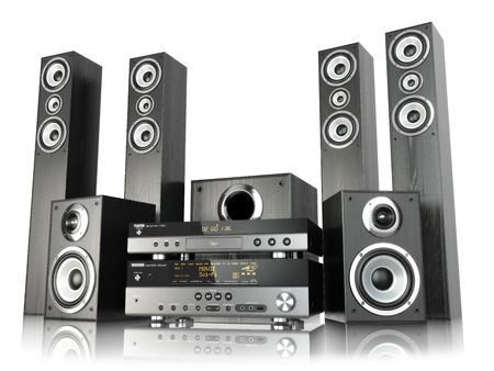 Home cinema speaker system. Loudspeakers, player and receiver isolated on white. 3d Archivio Fotografico