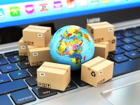 수송: 배송, 배송 및 물류 개념입니다. 노트북 키보드에 지구와 판지 상자. 온라인 기술. 3 차원