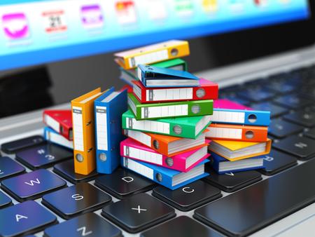 Base de données ou d'un concept d'archives. Stockage de données. Ordinateur portable et classeur avec des classeurs à anneaux. 3d