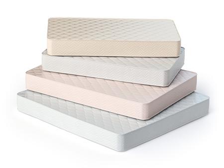 apilar: Colchón aislado en el fondo blanco. Pila de colchones ortopédicos de diferentes colores y tamaños. 3d ilustración