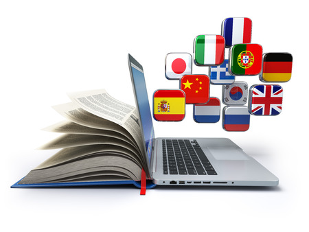 L'e-learning o concetto traduttore online. L'apprendimento delle lingue on-line. Laptop, libro e bandiere. illustrazione 3D