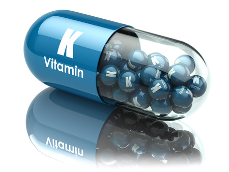 Vitamine K capsule of pil. Voedingssupplementen. 3d illustratie