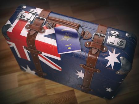 Pass von Australien und Koffer mit Flagge von Australien. Reise- oder Einwanderungskonzept Standard-Bild - 80614729
