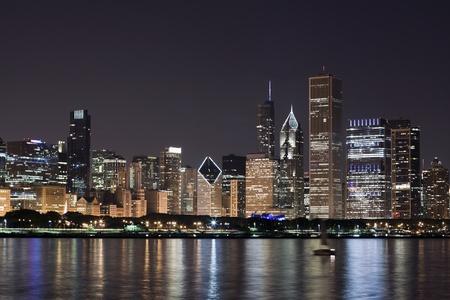 Night View in Downtown Chicago und dem Lake Michigan