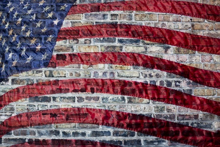 julio: Bandera en el fondo urbano