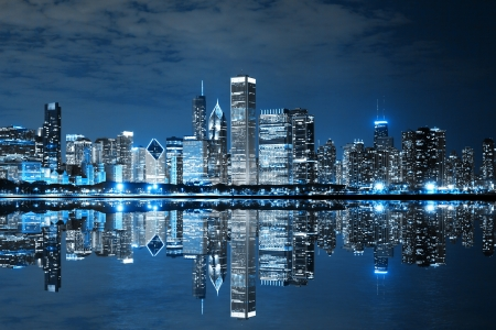 городской пейзаж: Чикаго в центре ночью Фото со стока