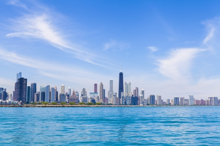 emigranti: Chicago Skyline Con Blu Cielo sereno Archivio Fotografico