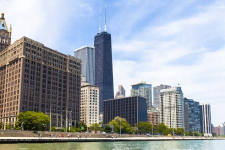 emigranti: Chicago Skyline Con Blu Cielo sereno Editoriali
