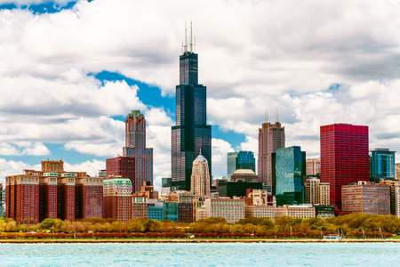 emigranti: Chicago Skyline con cielo blu chiaro Archivio Fotografico