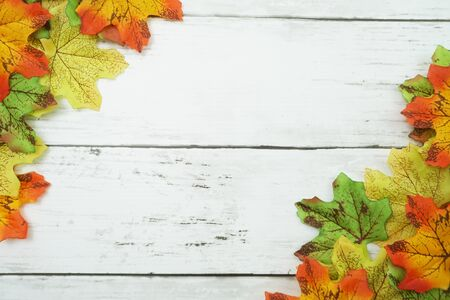 Autumn Maple leave border frame with space copy on wooden background Banco de Imagens