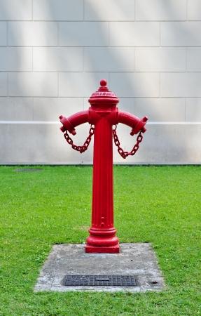 borne fontaine: Lumineux bouche d'incendie rouge