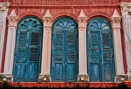 old chinatown wooden building agianst modern sky scraper singapore