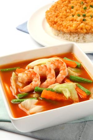 tamarindo: Sopa Sour hecha de pasta de tamarindo con camarones y tortilla frita remató en el arroz
