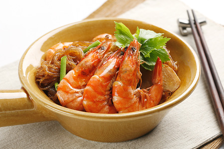 shrimp cooking with bean noodle in Thai style