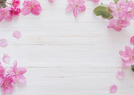 Flores de la manzana en el fondo de madera Foto de archivo - 70502767