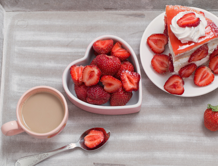 strawberry cake with coffee Imagens